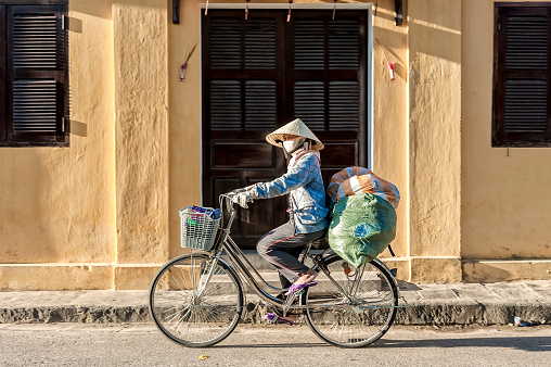 Vietnamese woman drives heavy loading bicycles