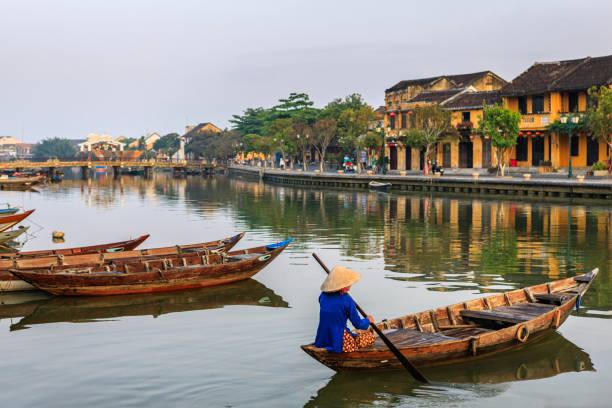 오래 된 마을 호이에서 한 도시, 베트남 얕은 베트남어 여자 - 호이안 뉴스 사진 이미지