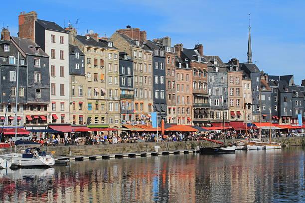 Vieux bassin d'Honfleur , France Vieux port d'Honfleur et  les façades en ardoise le havre stock pictures, royalty-free photos & images