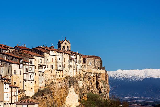 vievw de la ciudad medieval de frias, burgos, castilla, españa. - burgos fotografías e imágenes de stock