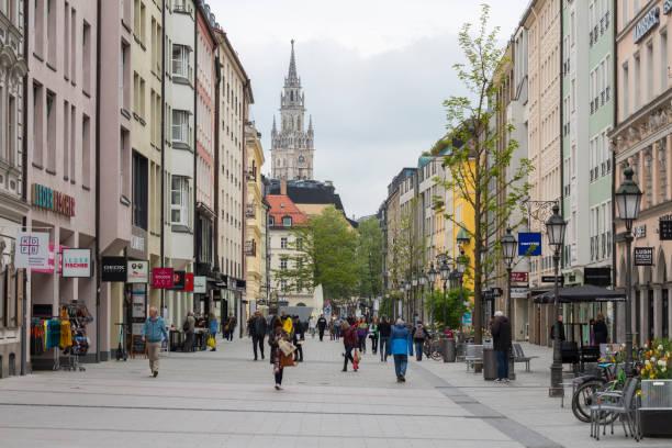 utsikt längs sendlinger straße mot marienplatz (münchen, bayern / tyskland).. - fotgängarområde bildbanksfoton och bilder