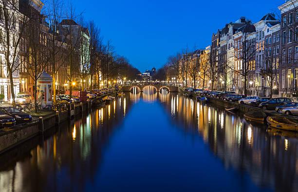 view along the keizersgracht canal in amsterdam - keizersgracht stockfoto's en -beelden