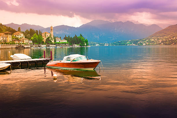 view at bellagio, como lake - como italië stockfoto's en -beelden