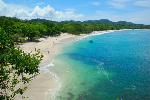 bekijken van conchal strand (playa conchal) in guanacaste, costa rica - costa rica stockfoto's en -beelden