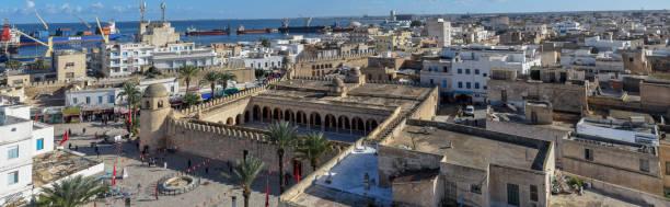 Blick auf grande Moschee und Hafen von Sousse in Tunesien – Foto