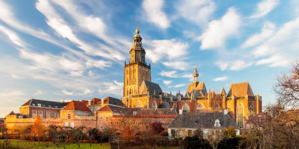 Blick auf die mittelalterliche Innenstadt der niederländischen Stadt Zutphen – Foto