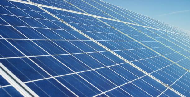 utsikt nära solcellspanelen, med ren energi, förnybar energi. - solar panel bildbanksfoton och bilder