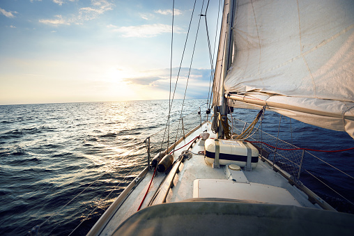 View from a sailboat, tilted by the wind