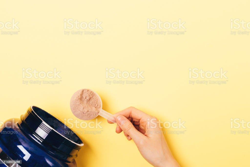 View from above female hand takes spoonful - Zbiór zdjęć royalty-free (Białko)