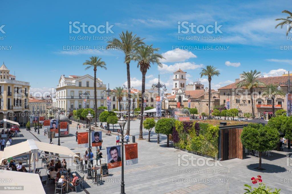 Vista desde arriba de la Plaza de España con la decoración de su festival de teatro clásico famoso - foto de stock
