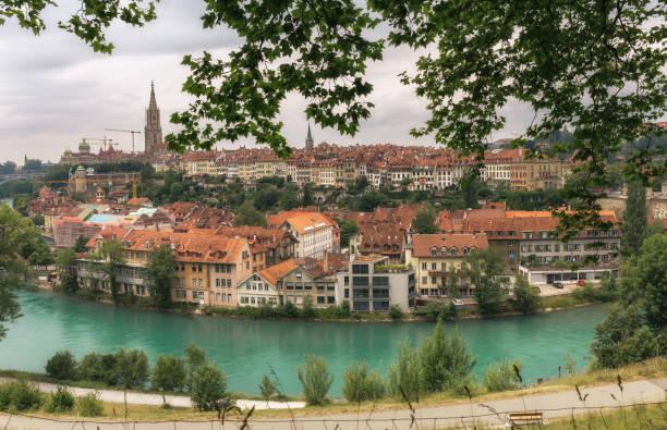 Vue d'en haut sur l'architecture historique de Berne et de la rivière Aare - Suisse - Photo
