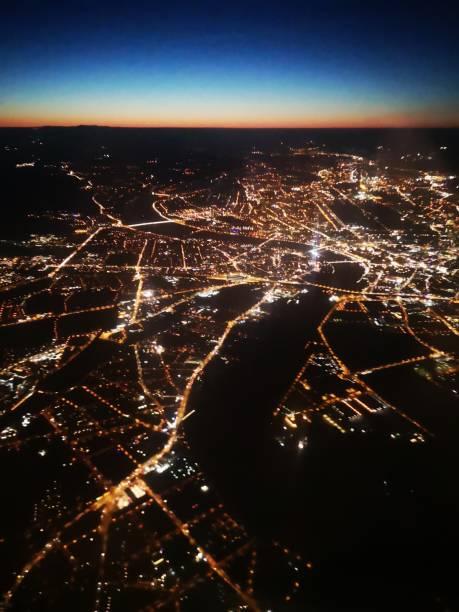 blick aus dem luftfenster - dresden, deutschland - aerial view soil germany stock-fotos und bilder
