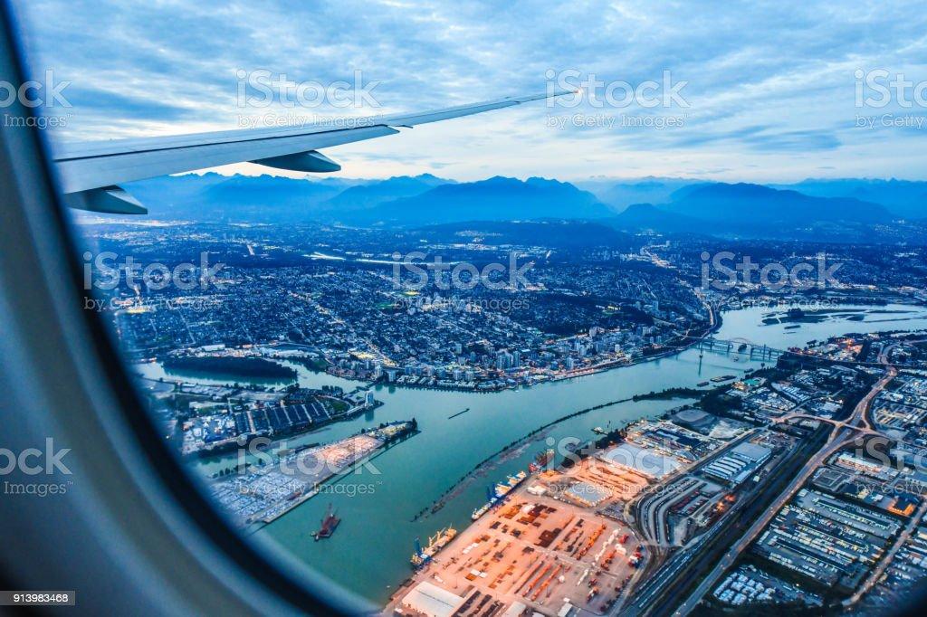 Blick aus dem Flugzeug-Fenster – Foto