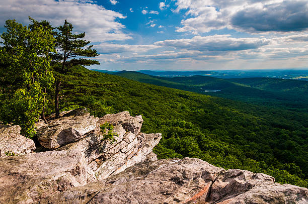 view from annapolis rocks, along the appalachian train on south - outcrop stock pictures, royalty-free photos & images