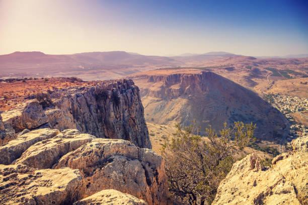 uitzicht vanaf arbel klif. galilee, israel - israël stockfoto's en -beelden