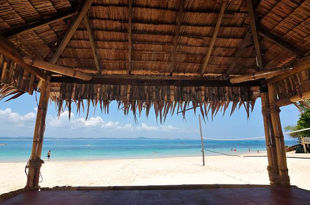 Ansicht von Strandbar auf einer tropischen Insel, ausgewählte Tiefenschärfe – Foto