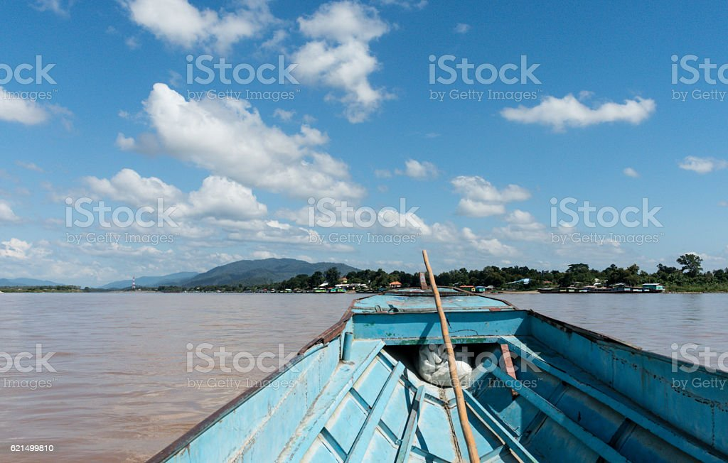 View from boat in Mae Khong river with beautiful sky Lizenzfreies stock-foto