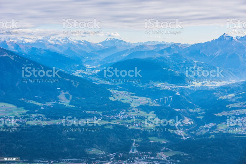 View from Hafelekarspitze at Innsbruck to the Brenner Pass between Austria and Italy with beautiful mountain landscape – Foto