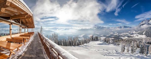 Blick vom Berghütte im Skigebiet Werfenweng auf Tennengebirge – Foto