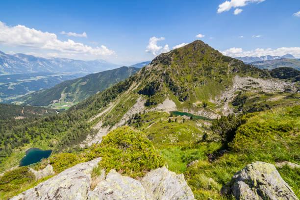Blick vom Berg Rippetegg bis zum Gipfel des Schober und Seen – Foto