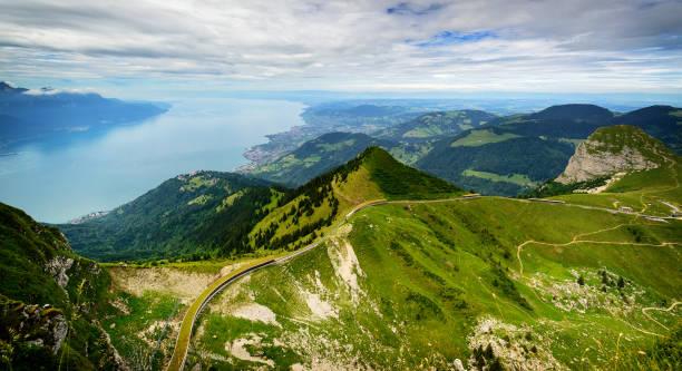 Vue depuis le Rocher de Naye, Suisse, vers le lac Léman. - Photo