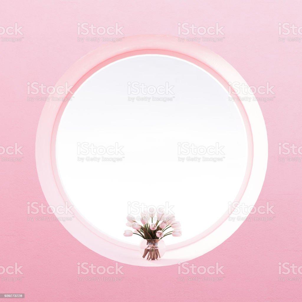 Blick Vom Rundfenster, Blumen, Pastell Perle Rosa Wand Lizenzfreies  Stock Foto