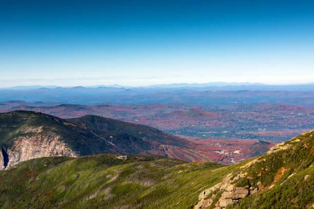 mount lafayette, bir dağ kulübesine greenleaf iz aşağı seyir zirvesine üzerinden görüntüleyin. - mountain top stok fotoğraflar ve resimler