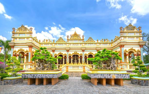 Blick von der Vorderseite des Vinh Trang Tempels in My Tho, Vietnam – Foto