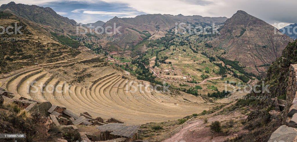 Vista Desde Las Ruinas Incas De Pisac En Perú Terrazas De