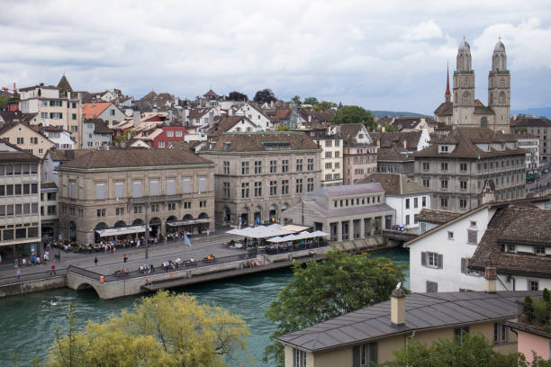 view from the lindenhof with grossmünster - zurigo foto e immagini stock