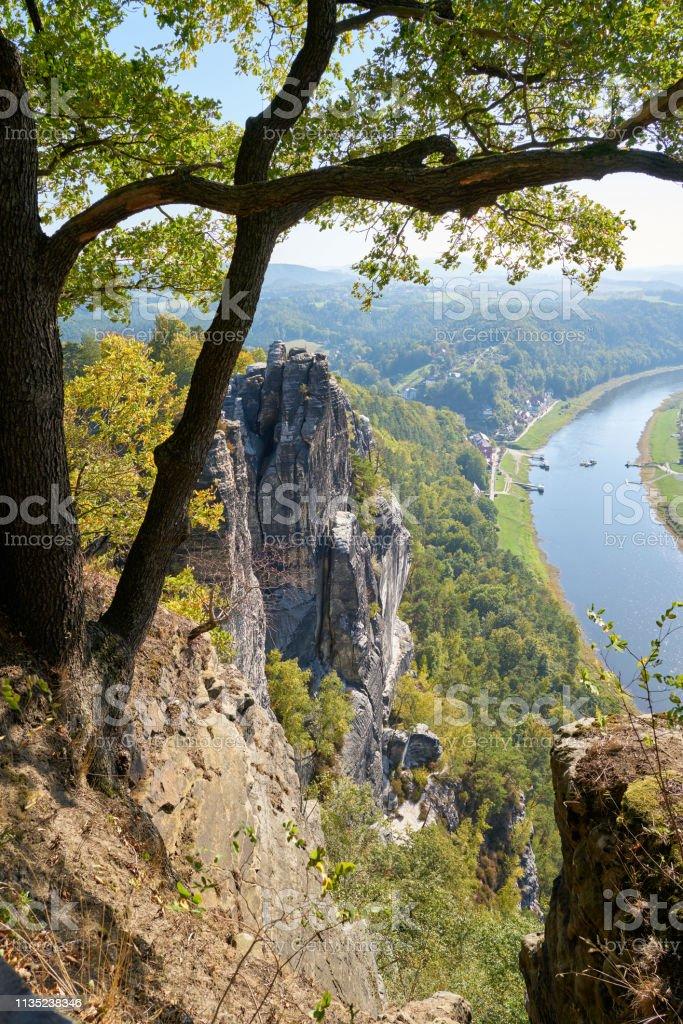 Blick vom Fels der Bastei auf der Elbe bei Rathen – Foto
