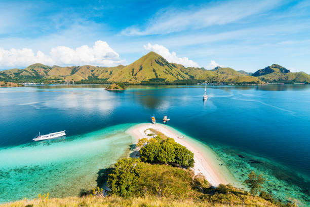 View from the top of Kelor Island Top view of Kelor Island in an afternoon before sunset with turquoise sea and tourist boats, Komodo Island (Komodo National Park), Labuan Bajo, Flores, Indonesia indonesia stock pictures, royalty-free photos & images