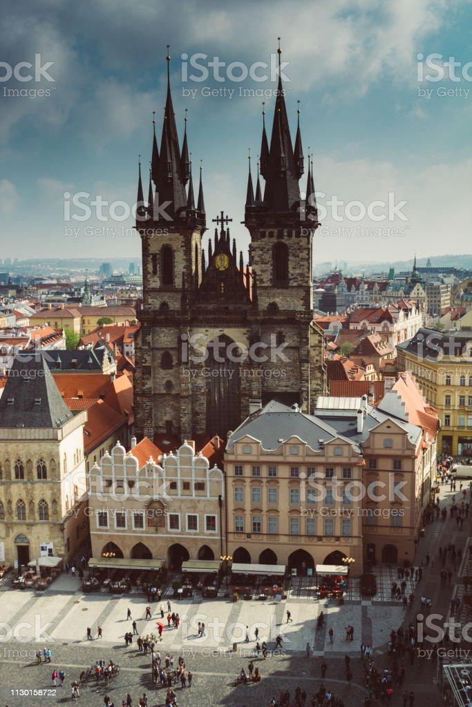 Blick aus dem Rathaus am Prager Altstädter Ring und der Kirche der Mutter Gottes in der Altstadt von Prag. Tschechische Republik. – Foto