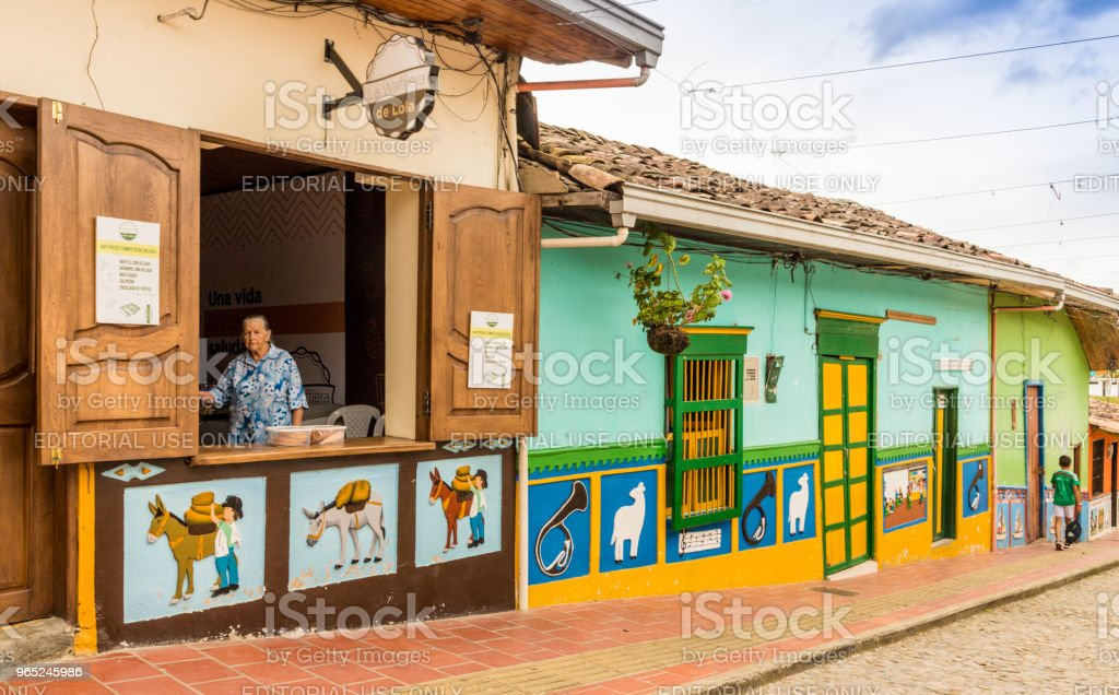 A view of a colourful street view in Guatape, Colombia. zbiór zdjęć royalty-free