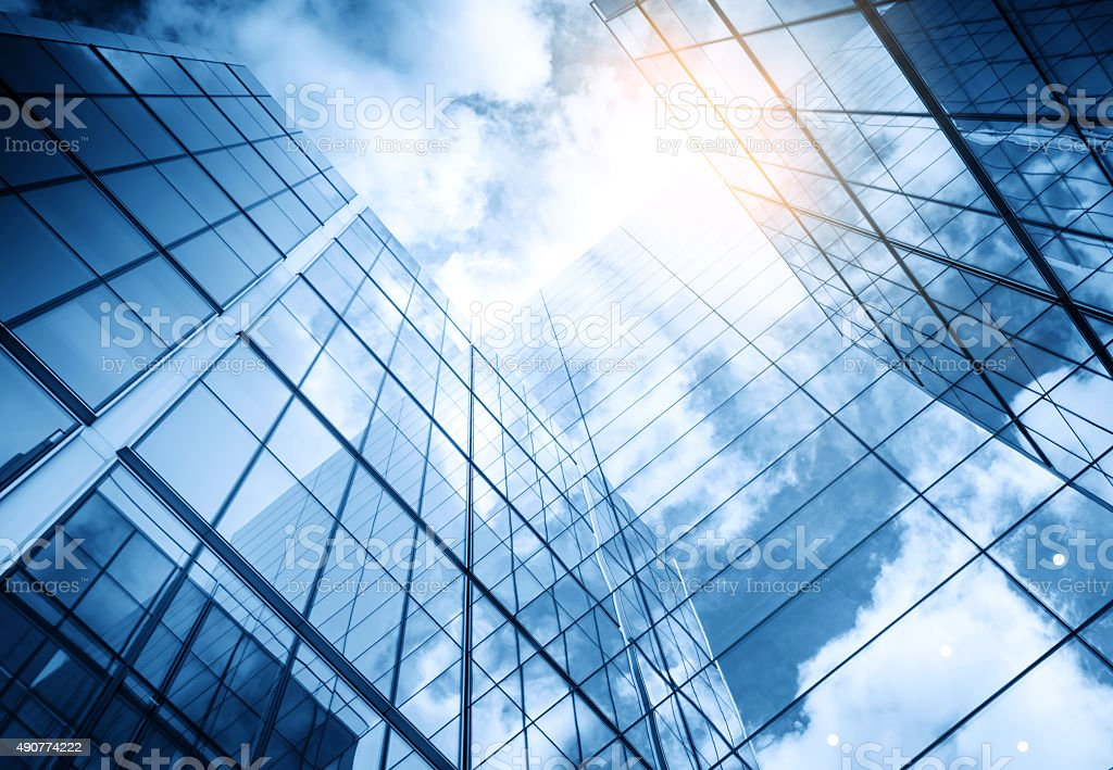 view of a contemporary glass skyscraper reflecting the blue sky stok fotoğrafı