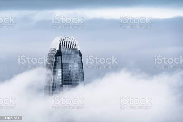 View Of A Very Foggy Hong Kong - Fotografias de stock e mais imagens de Alterações climáticas
