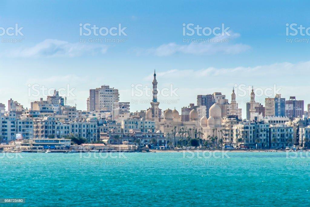 Vista do porto de Alexandria, edifícios - foto de acervo