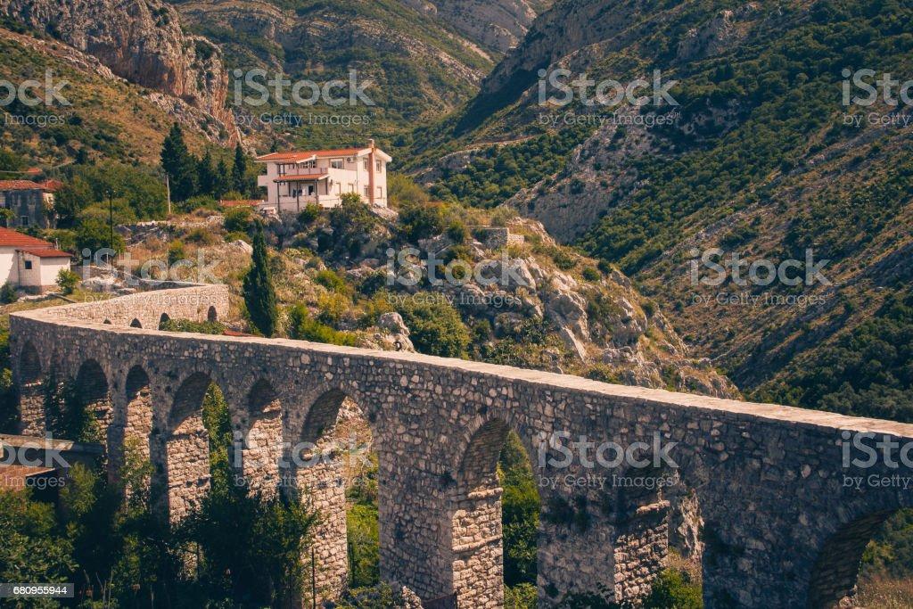 View of ancient aqueduct, stone bridge in Old Bar.  Montenegro. - foto de stock
