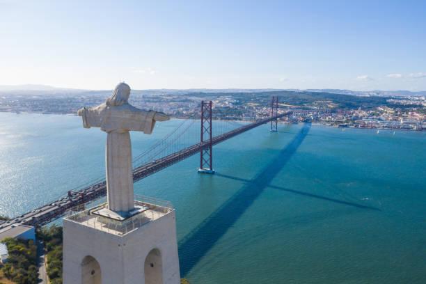 Blick auf die Brücke vom 25. April, Lissabon, Portugal – Foto