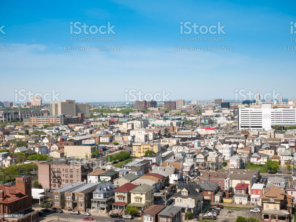 ATLANTIC CITY, NJ - MAY 2018 : View of Atlantic City in New Jersey. The city is known for its casinos, boardwalk and beach but also for its high crime rate. - Zbiór zdjęć royalty-free (Atlantic City)