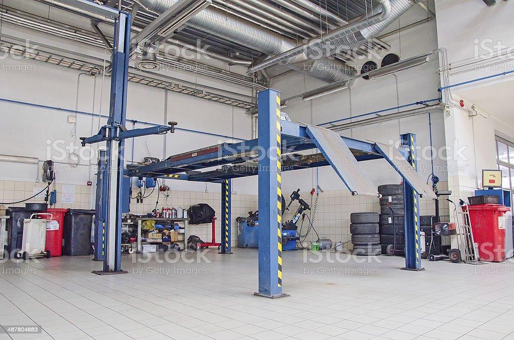 Blick auf auto repair shop oder in der garage. – Foto