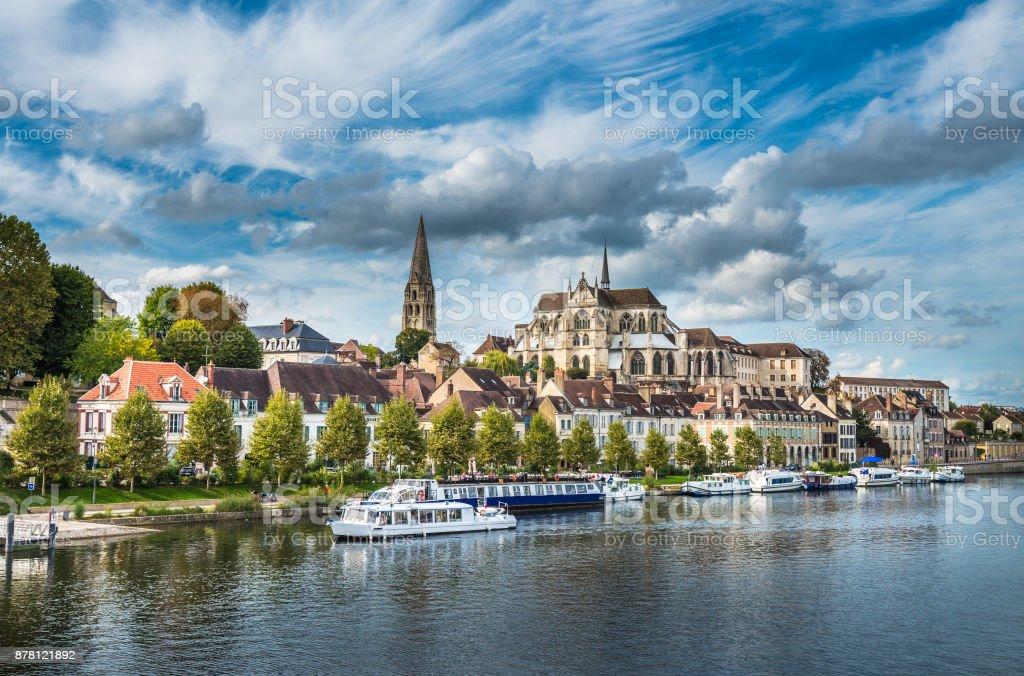 Vue d'Auxerre à la rivière Yonne, Bourgogne, France - Photo