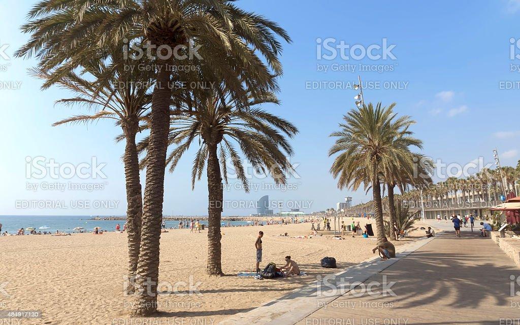Vista de la playa de la Barceloneta de promenade - foto de stock