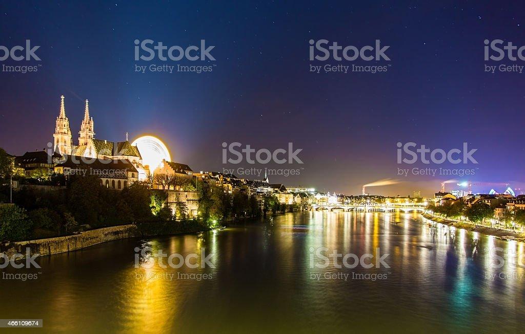 Ansicht von Basel über den Rhein bei Nacht – Schweiz – Foto