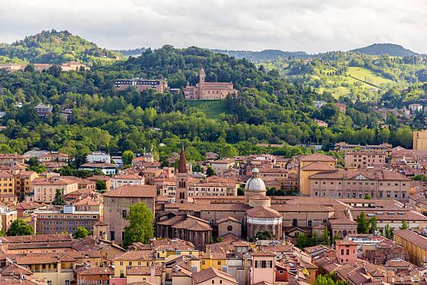 widok z basilica di san domenico w bolonia, włochy - bolonia zdjęcia i obrazy z banku zdjęć