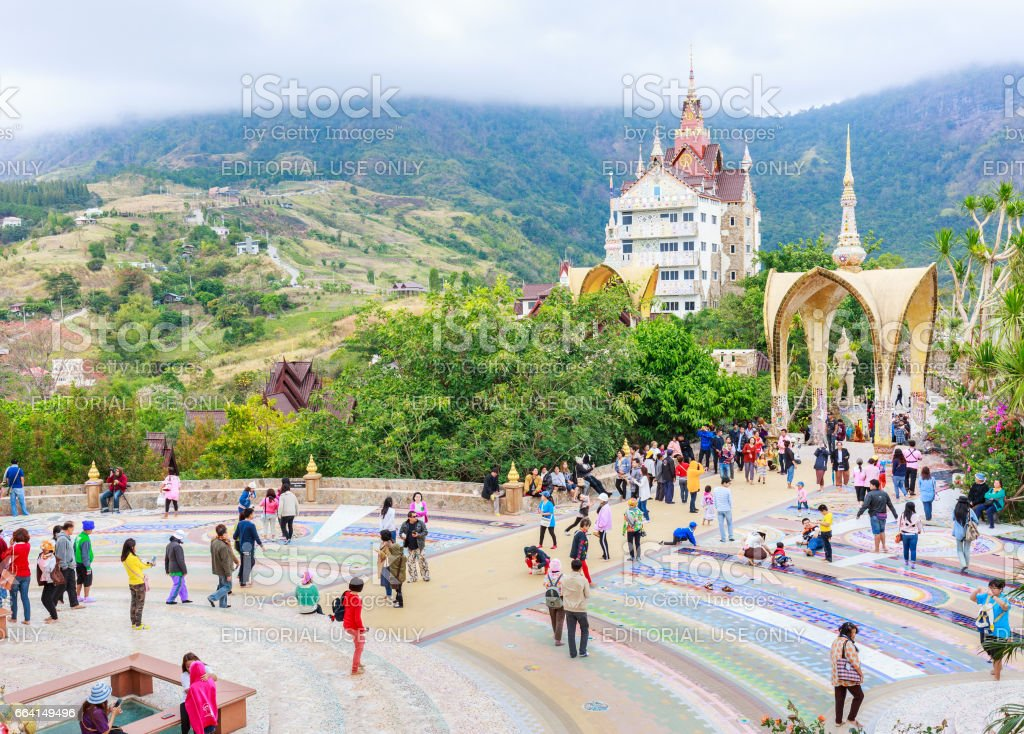 PHETCHABUN ,THAILAND – APRIL 7, 2017 : A view of Beautiful temple is name Wat phasornkaew . Located in Phetchabun province northern of Thailand. foto stock royalty-free