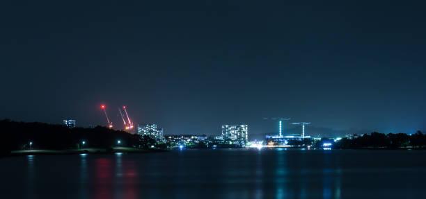 utsikt över belconnen town centre på natten i canberra, huvudstaden i australien - canberra skyline bildbanksfoton och bilder