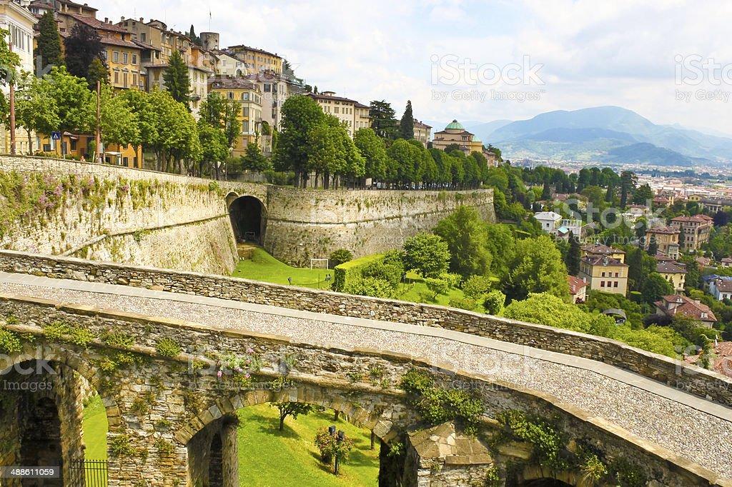 Vista de Bergamo, Italia - foto de stock