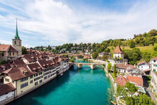 スイスのベルン旧市街の眺め - 旧市街 ストックフォトと画像
