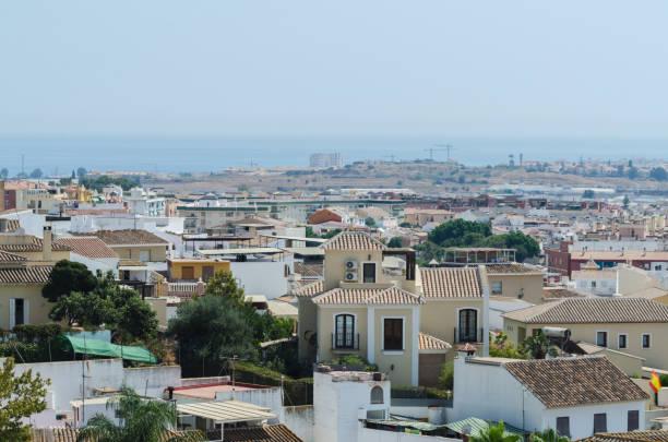 vista dos edifícios na cidade pequena em Spain, arquitetura andaluza típica - foto de acervo